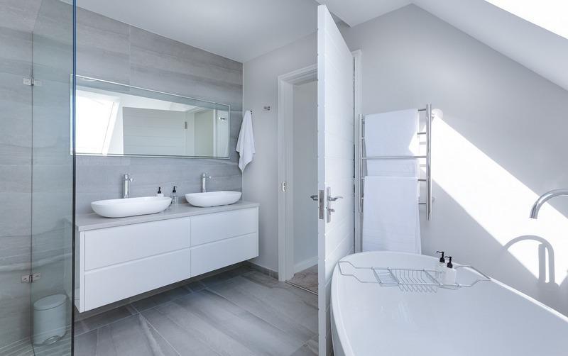 ванная комната с гипсовой штукатуркой