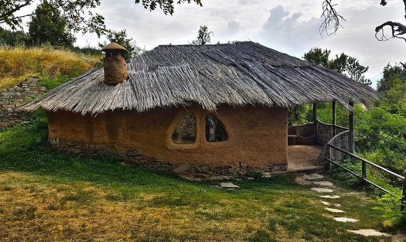 оштукатуренный глиняный дом