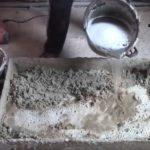 добавление воды и жидкого мыла