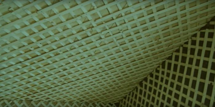 дранка на деревянном потолке перед нанесением штукатурки
