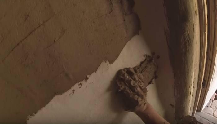 нанесение глиняной штукатурки