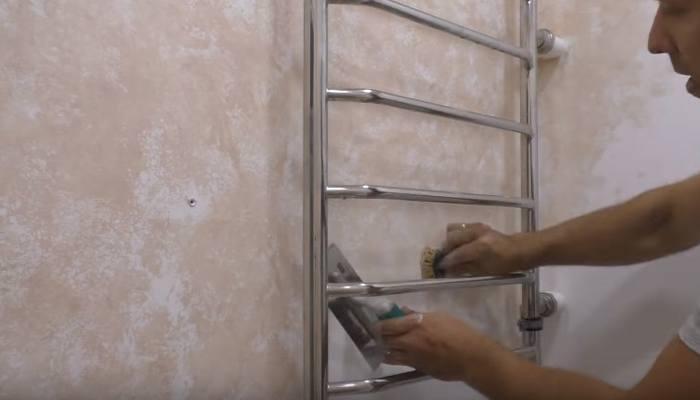 нанесение венецианской штукатурки в ванной комнате
