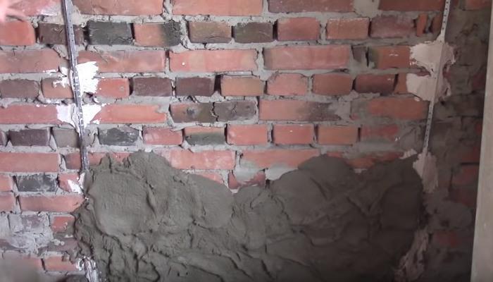 обрызг стен штукатуркой