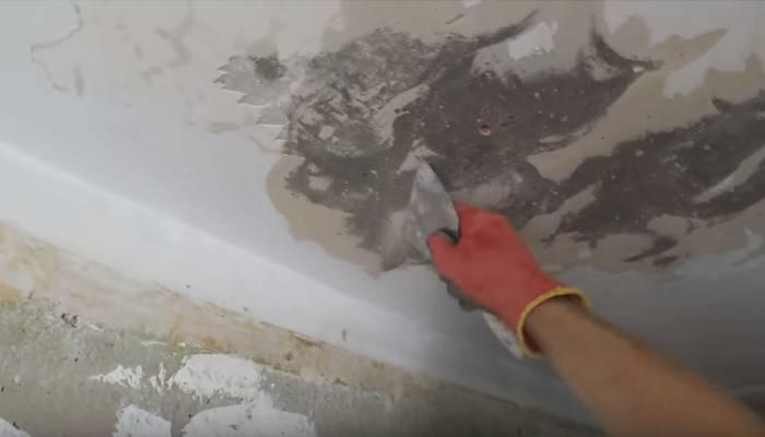 удаление с потолка старого покрытия