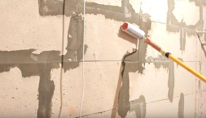 грунтовка стены из пеноблока
