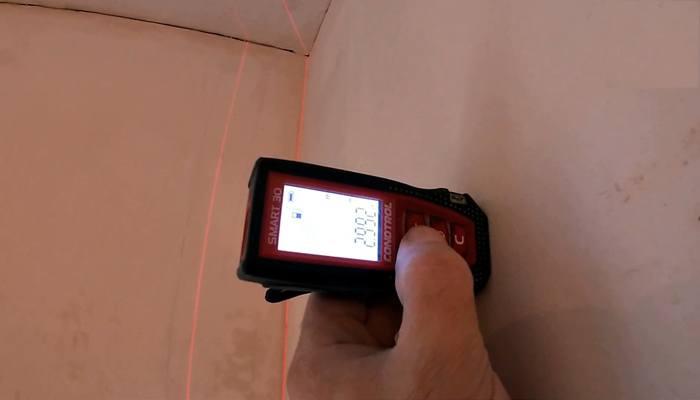Поиск дефектов штукатурки с помощью лазерной указки