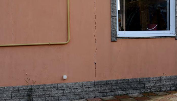 Трещины на фасаде здания