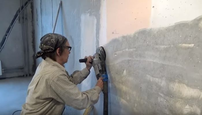 Очистка стены перед штукатуркой