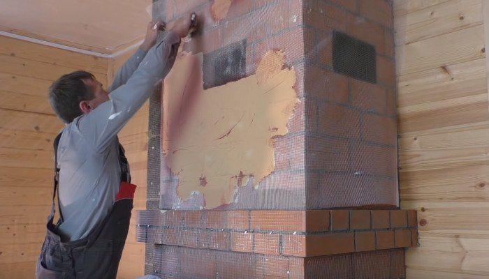 выравнивание стены камина штукатуркой