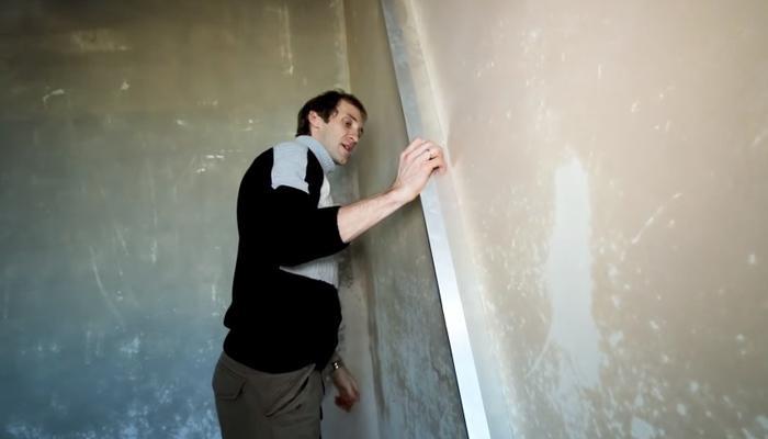 Определение неровности стен правилом