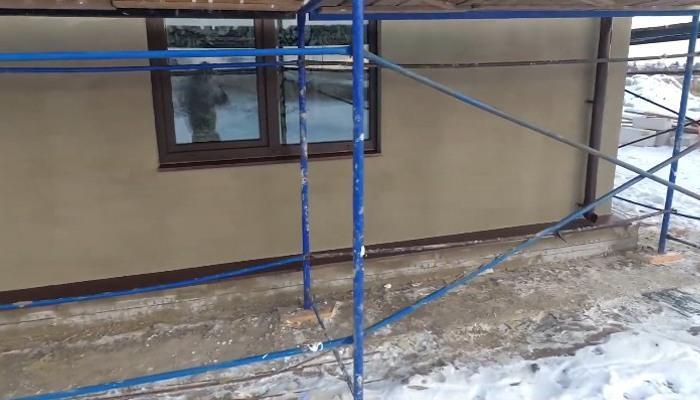 Зимняя штукатурка фасада