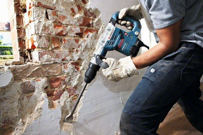снятие штукатурки со стен перфоратором