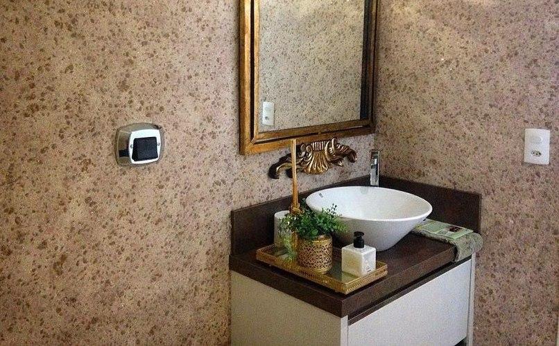 жидкие в классическом интерьере ванной