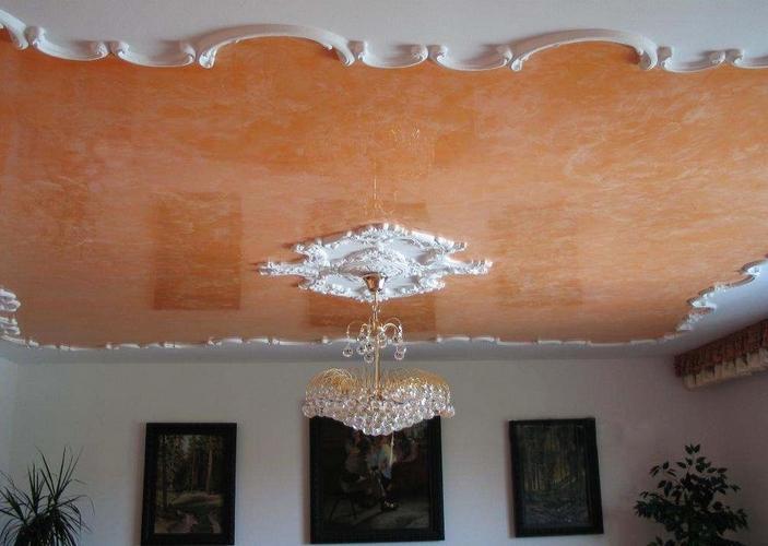 частичная отделка потолка декоративной штукатурки