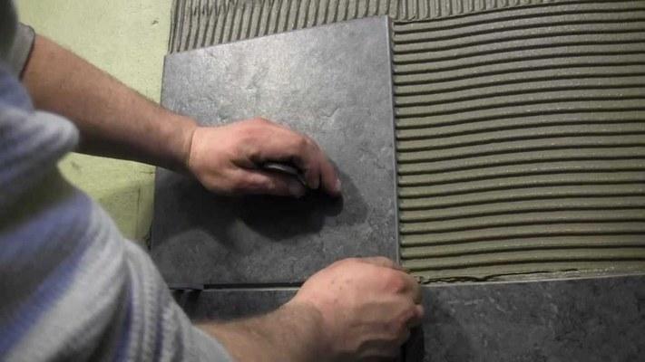 укладка плитки на цементную штукатурку